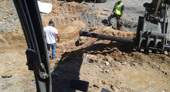 Qualified plumbers can fix broken & leaking sewer line