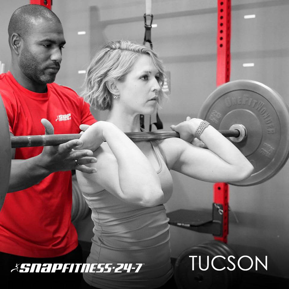 woman lifting weights at a Tucson gym