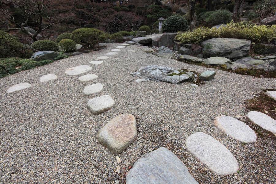 stone rocks landscaping