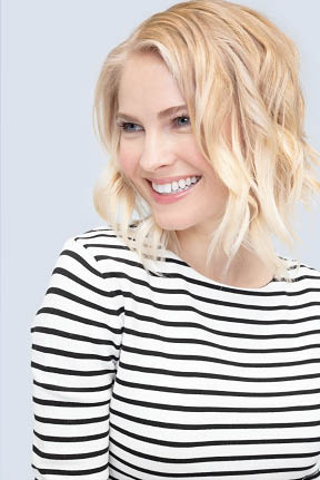 Mid-length cut and blond hair color