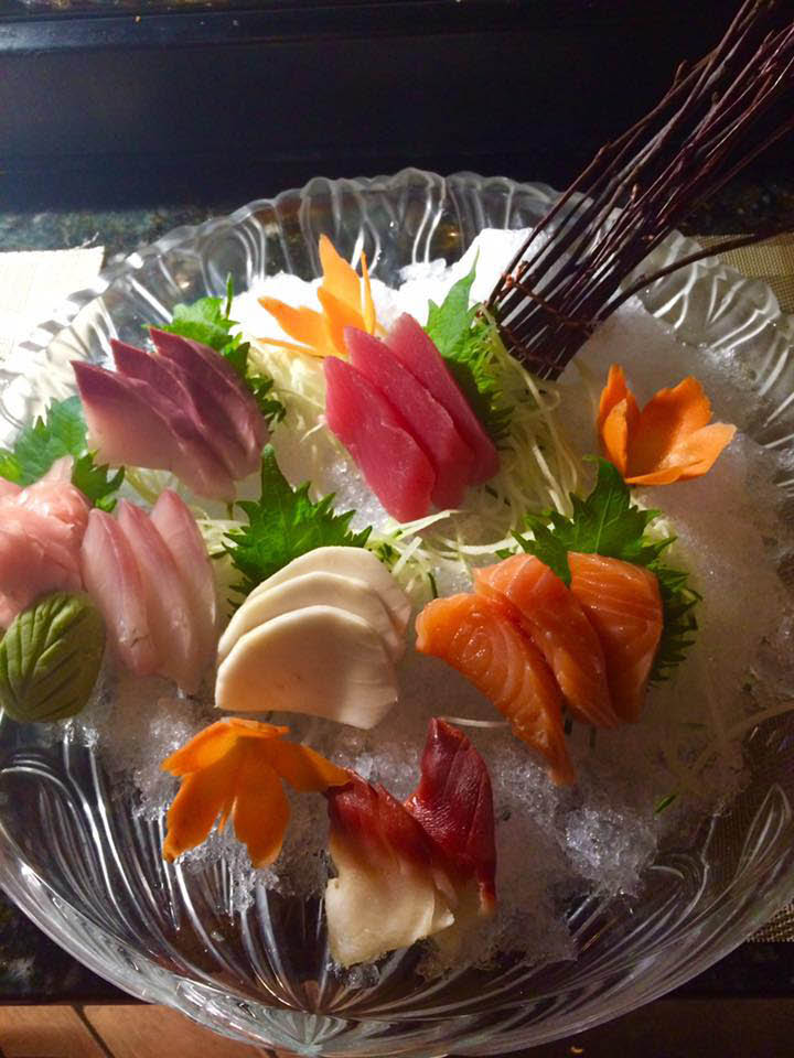 Tuna, salmon, clam and other sashimi delicacies