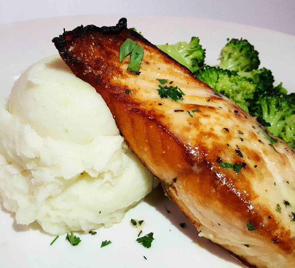 Grilled salmon with mashed potato and sautéed broccoli