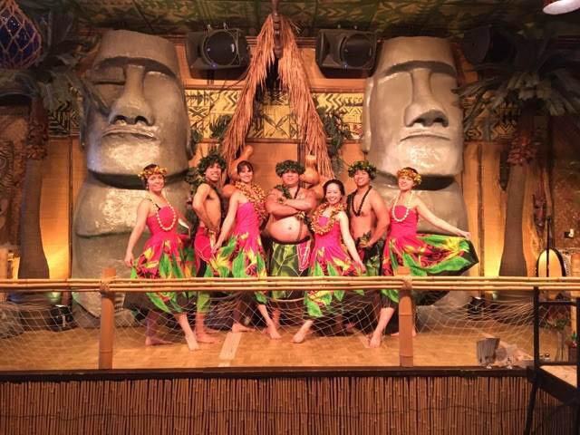 Luau Dinner Show Performance near Niles IL