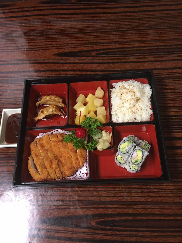 Bento box; Japanese food; sushi; hand-rolled sushi