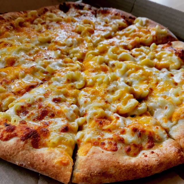 toppers-mac-cheese-pizza