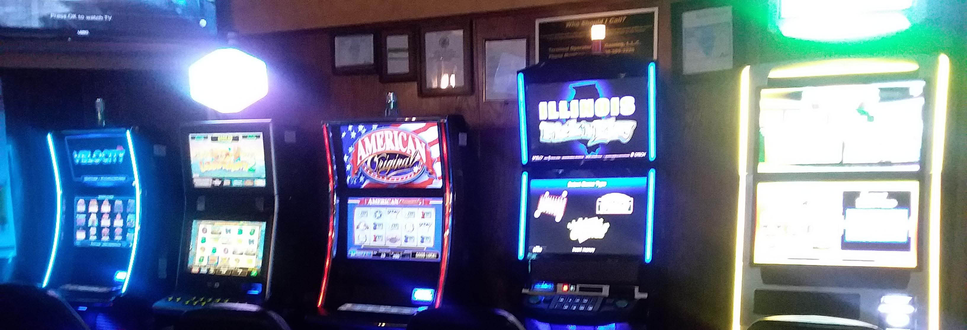 Video gaming at Rosa's in Chicago Ridge, IL.