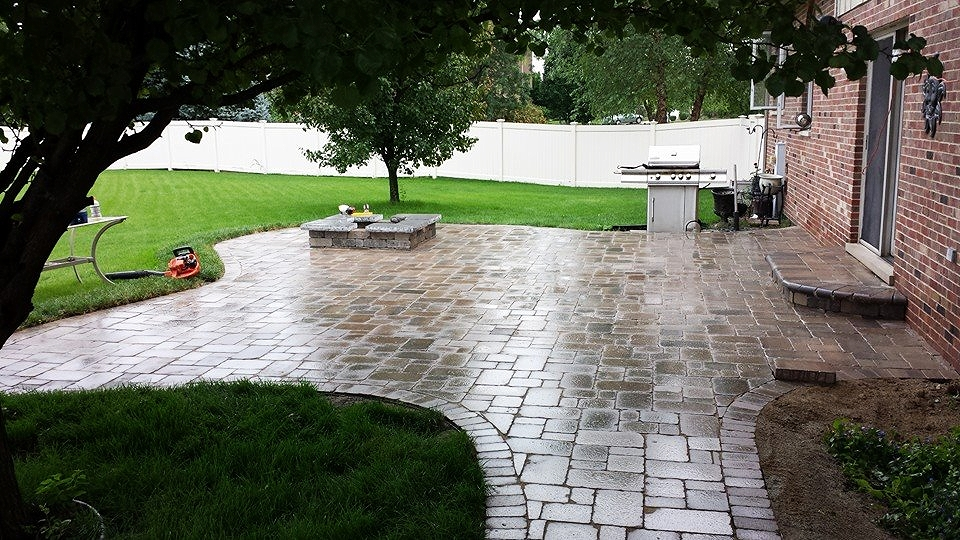 Paver patio installed by Tundra Landscape of Tinlry Park, Il.