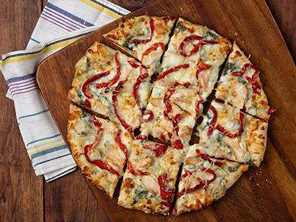 Uno Pizzeria & Grill fresh hot pizza