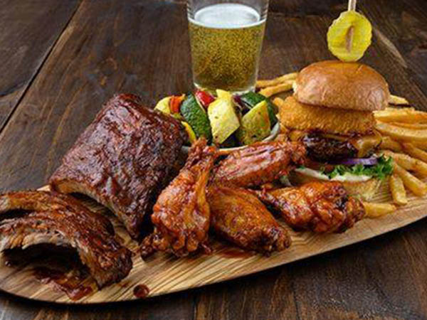 Uno Pizzeria & Grill wings, ribs, beer