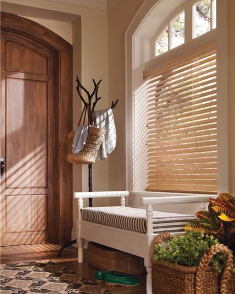 Wood blinds entry way foyer bench