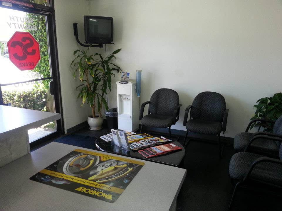 Car repair customers have convenient waiting room at South County Brake Mission Viejo, CA.