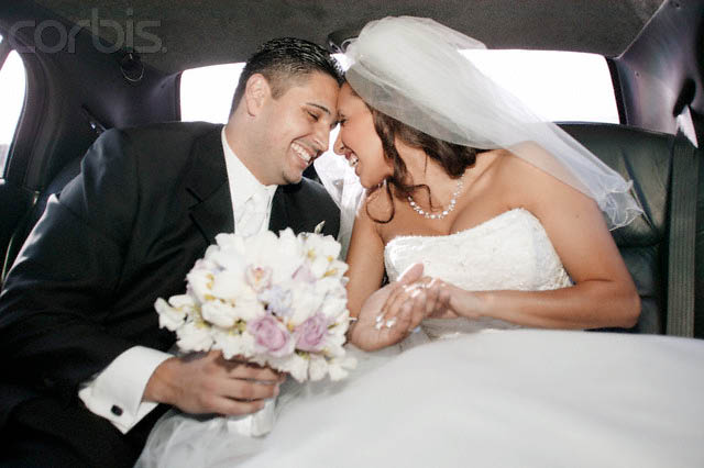 Wedding day & wedding gowns call for a luxurious limousine arrival